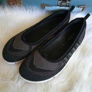 Ecco Womens Black Slip On Sneaker shoe Size 39/8